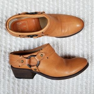 Frye Carson Clog Harness Bootie Mules Sz 7